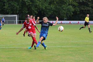 Die entscheidende Aktion aus dem Hinspiel gegen Saarbrücken. Lisa Weise trifft. Foto: Guido Kölzer
