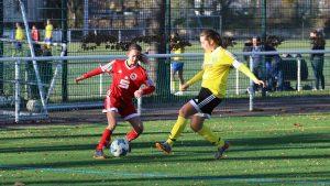 """Die """"Wilde 13"""" bleibt klar auf Bundesligakurs – Matchwinnerin Anga Bartzen erzielt vier Treffer bei der U 17 Premiere"""